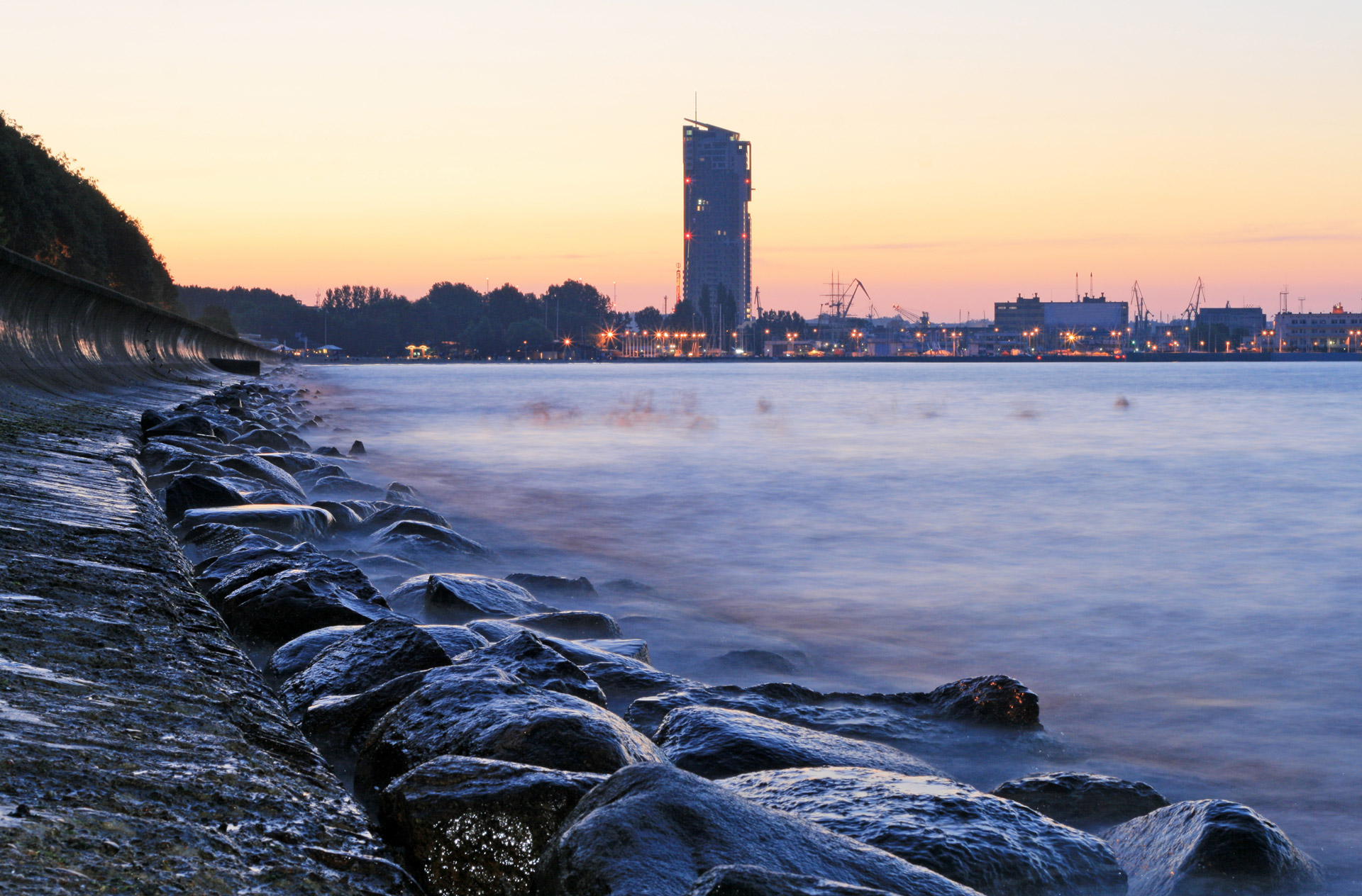 gdynia-bulwar-sea-towers